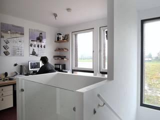 Torenwoning:  Studeerkamer/kantoor door Architectenbureau Jules Zwijsen, Modern
