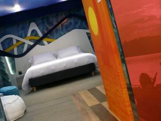 A COLOR LIFE - VIVERE A COLORI: Camera da letto in stile in stile Moderno di Studio Stefano Pediconi