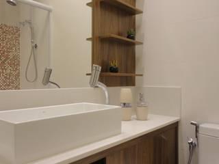 Baños de estilo  de Maria Helena Torres Arquitetura e Design