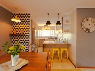 Nhà bếp by Redesign Interiors