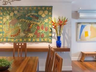 Apartamento Itaim Bibi/SP Salas de jantar modernas por Renata Romeiro Interiores Moderno