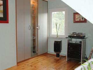 Vitrinenschränke: modern  von Graf Wohnraumdesign,Modern