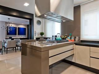 Cocinas modernas de Studio Leonardo Muller Moderno