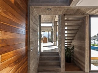 Modern corridor, hallway & stairs by Besonías Almeida arquitectos Modern