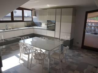 ABITAZIONE V.V. Cucina moderna di Luigi Nevola Architetto Moderno