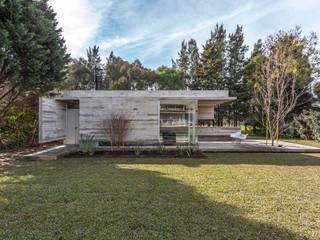 Modern home by Besonías Almeida arquitectos Modern