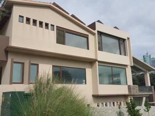 Casas de estilo moderno de amieva cristalum Moderno