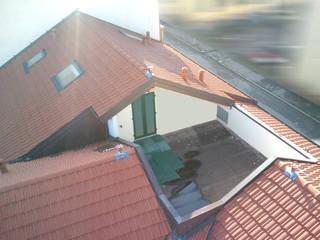 TERRAZZO NEL TETTO Balcone, Veranda & Terrazza in stile moderno di Fabio Ricchezza architetto Moderno