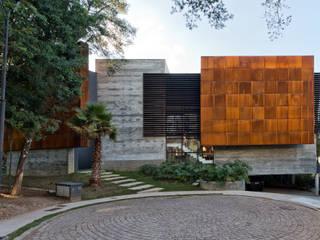Modern houses by Studio Leonardo Muller Modern