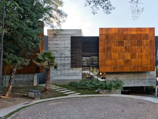 Casas modernas de Studio Leonardo Muller Moderno