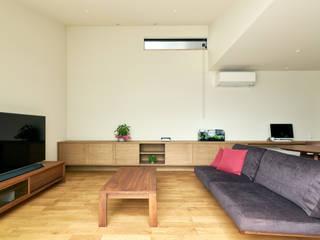 リビング: H建築スタジオが手掛けた家です。