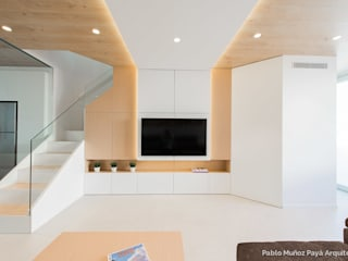 Refurbishment for Cristina & Juan Carlos Modern living room by Pablo Muñoz Payá Arquitectos Modern