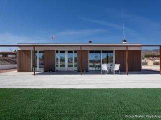 Casa de fin de semana low-cost: Casas de estilo  de Pablo Muñoz Payá Arquitectos