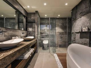 Contour of Life 廓│生活:  浴室 by CJ INTERIOR 長景國際設計