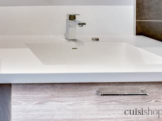 Modern bathroom by CuisiShop Modern