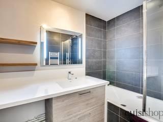 Meubler une salle de bains Salle de bain moderne par CuisiShop Moderne