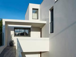 Villas comtemporaines à Anglet (64) . : Maisons de style  par Rodde Aragües Architectes