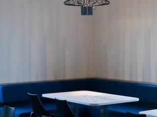 Duratherm bedrijfskantine te Elburg Hoekbank:  Kantoorgebouwen door LINDESIGN Amsterdam Ontwerp Design Interieur Industrieel Meubels Kunst