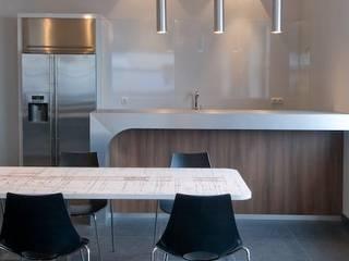 Duratherm bedrijfskantine te Elburg Bar Keuken Kantine:  Kantoorgebouwen door LINDESIGN Amsterdam Ontwerp Design Interieur Industrieel Meubels Kunst