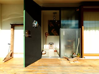 Eclectic style corridor, hallway & stairs by すわ製作所 Eclectic