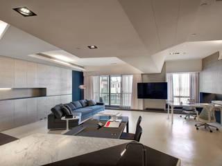 The New Quintessential 现代客厅設計點子、靈感 & 圖片 根據 Taipei Base Design Center 現代風