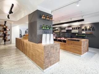 Lingenhel destilat Design Studio GmbH Moderne Geschäftsräume & Stores