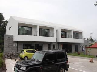 Nhà để xe/nhà kho phong cách hiện đại bởi 아키제주 건축사사무소 Hiện đại