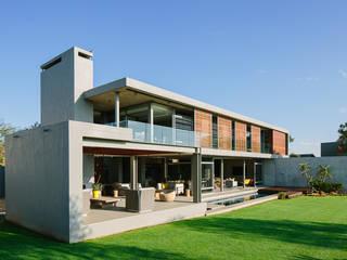 Casas de estilo moderno de www.mezzanineinteriors.co.za Moderno Madera Acabado en madera