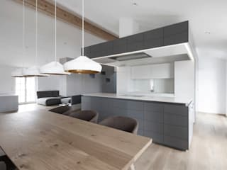 Penthouse V destilat Design Studio GmbH Moderne Küchen
