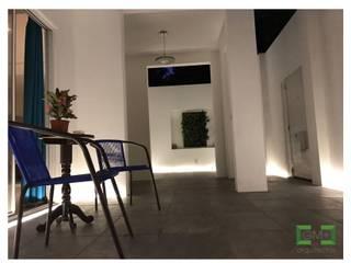 Moderner Flur, Diele & Treppenhaus von [GM+] Arquitectos Modern