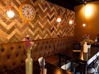Muro con patrón repetitivo de fachaleta: Comedores de estilo  por Ariadna Argüelles Arquitectura