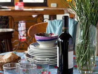 Dining room by Susana Bellotti Arquitectos, Rustic