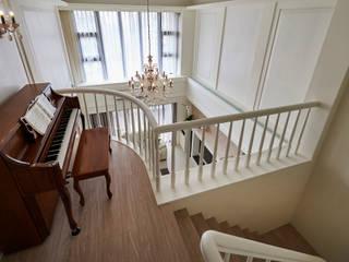 法式美學新古典-浪漫優雅樓中樓 采金房 Interior Design 現代風玄關、走廊與階梯