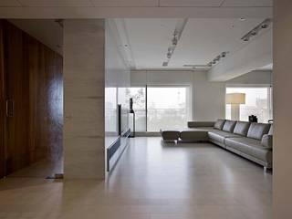 Living room by 大言室內裝修有限公司