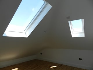 Loft Conversion and dwelling remodelling in Wandsworth Puertas y ventanas clásicas de XTid Associates Clásico