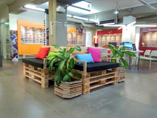 Mind Made - Muebles hechos con Palets Office spaces & stores Solid Wood Wood effect