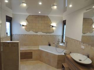 Urlaubsfeeling im Badezimmer mit mediterranem Flair: mediterrane Badezimmer von Bad Campioni