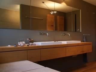 Salle de bain moderne par architekturbüro holger pfaus Moderne