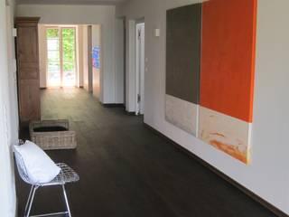 haus k - tegernsee Flur, Diele & Treppenhaus im Landhausstil von architekturbüro holger pfaus Landhaus