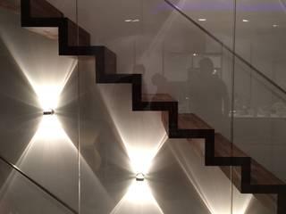Couloir, entrée, escaliers modernes par architekturbüro holger pfaus Moderne