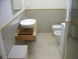 Cose che capitano...: Bagno in stile  di Architetto Alberto Colella