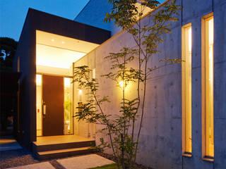 アプローチ2: H建築スタジオが手掛けた家です。