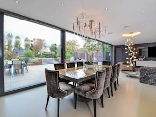 Such Designs Private Residence (UK) / Serip Lighting di Serip Moderno