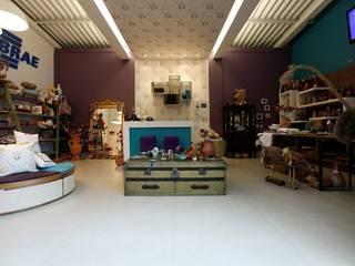 Casa Cor Goiás - Armazém Sebrae: Lojas e imóveis comerciais  por Luana Mendonça Arquitetura