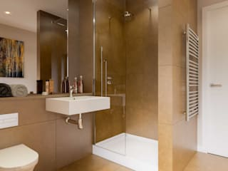 White Crow Studios Ltd Bathroom Portfolio Minimalist style bathroom by White Crow Studios Ltd Minimalist