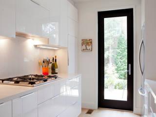 Cocinas de estilo escandinavo de Post Architecture Escandinavo