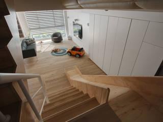 House M:  走廊 & 玄關 by 六相設計 Phase6