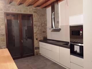 Muebles de cocina: Cocinas de estilo  de MODOS HOGAR