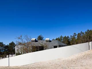 Modern houses by Menos é Mais - Arquitectos Associados Modern