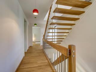 Коридор, прихожая и лестница в модерн стиле от Architekturbüro Prell und Partner mbB Architekten und Stadtplaner Модерн